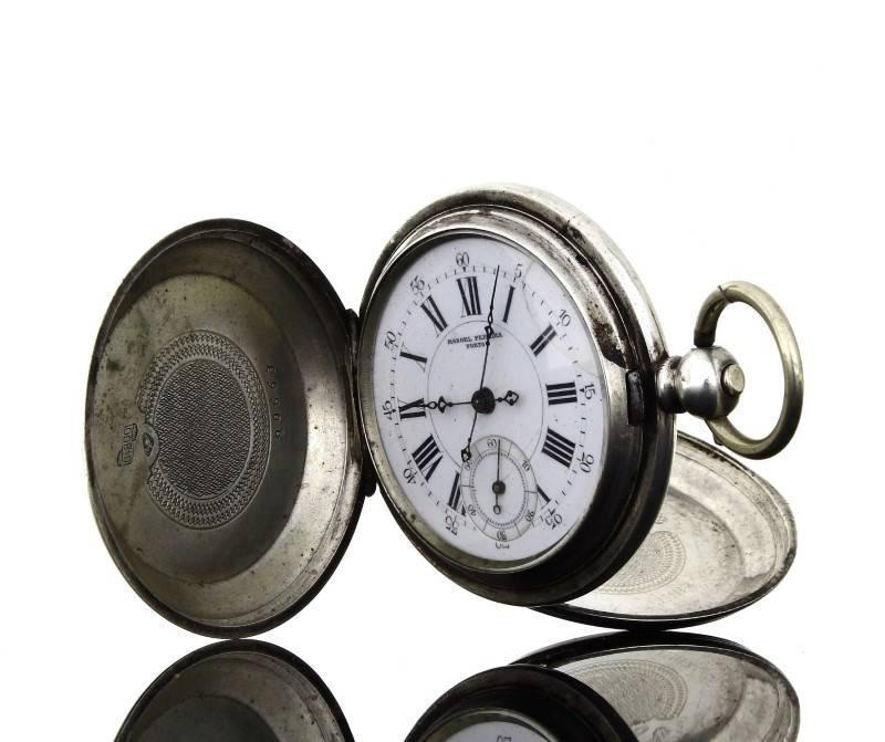 17d52fa9749 Lote 5899 - Invulgar relógio de bolso português antigo em prata assinado  com movimento Suíço (chave). Ano 1920. Trata-se de um relógio que mede  4.9cm de ...