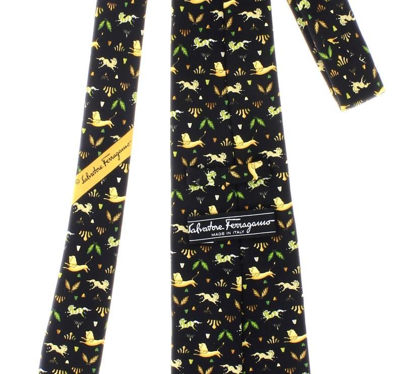 Lote 112 - Gravata 100% seda, marca Salvatore Ferragamo, Made in ... a74b543af8