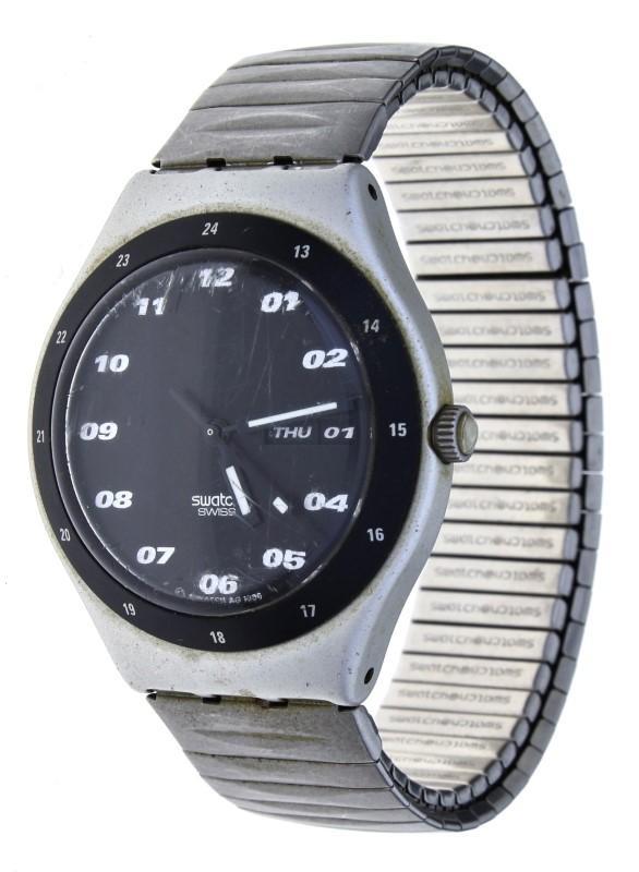 dff31aae5c8 Lote 15 - Relógio de pulso marca Swatch modelo SPACE RIDER YGS7000 ...