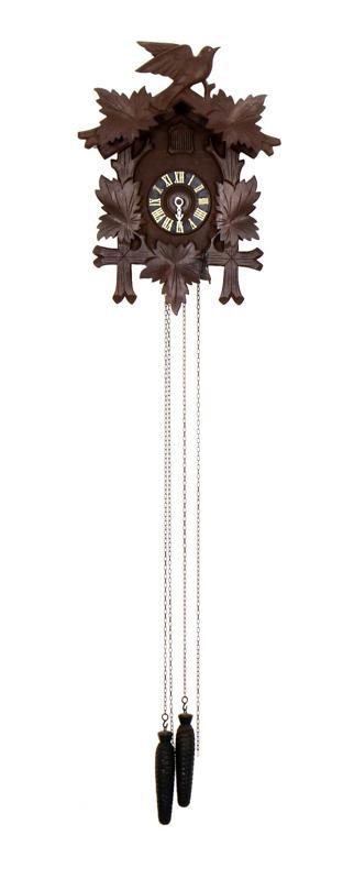593dd460282 Lote 35 - Relógio de cuco tipo floresta negra. Caixa em madeira entalhada  com cimalha decorada com pássaro. Mecanismo de corda com pesos.