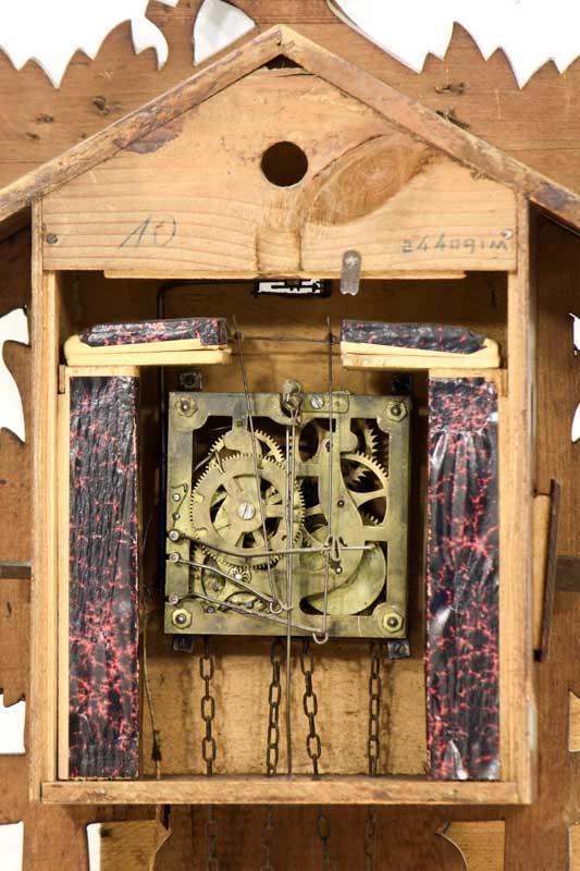 a479f0e6788 Lote 35 - Relógio de cuco tipo floresta negra. Caixa em madeira ...