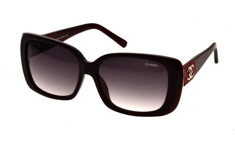 Lote 54 - ÓCULOS DE SOL CHANEL – Óculos de sol Chanel, Made in Italy ... f4ea2f8bd9