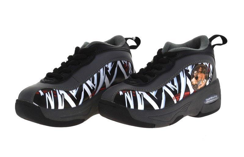 9d404f36593 Lote 17 - SAPATILHAS COM RODAS – Par de sapatilhas com rodas