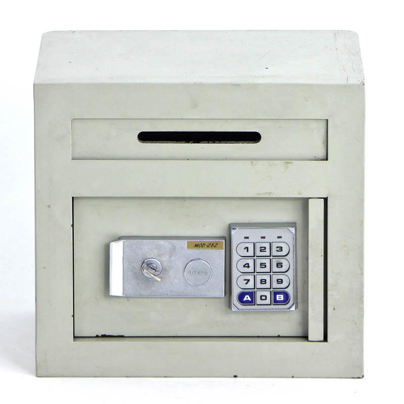 a28f129893e Lote 4346 - COFRE ARFE - Modelo 282 para fixação à parede. Com chave ...