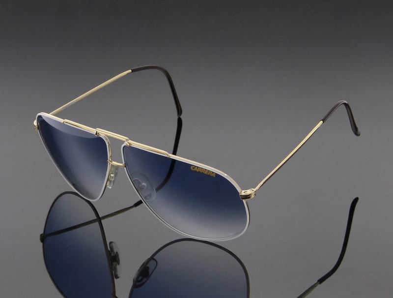 Lote 18 - CARRERA, ÓCULOS DE SOL – Made in Italy, modelo vintage,  Originais, armação de metal dourado, lentes com aro branco, hastes com  revestimento ... 169b78b0a4