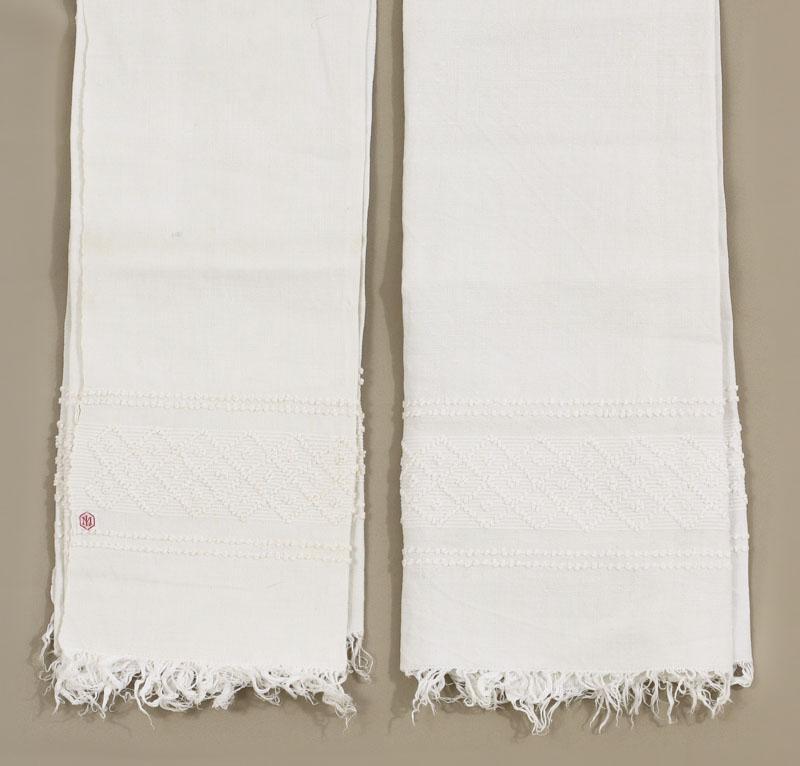 988be34c4 Lote 79 - TOALHAS DE MÃO EM LINHO - Par de toalhas anos 40