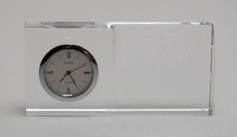 b78f44c6d79 Lote 8 - RELÓGIO DE MESA EM CRISTAL ATLANTIS - Relógio de mesa em cristal  da marca Atlantis