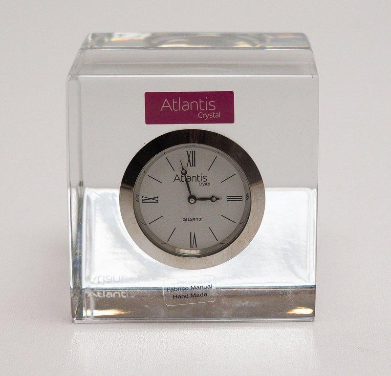 d2eefeec5e9 Lote 13 - RELÓGIO DE MESA EM CRISTAL ATLANTIS - Relógio de mesa em cristal  manufaturado da marca Atlantis