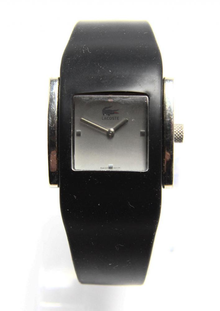 cc3fd7a1a03 Lote 10 - RELÓGIO DE PULSO LACOSTE - Relógio de pulso de senhora Lacoste  6300 L. Movimento quartzo. Com caixa em aço e bracelete em silicone.