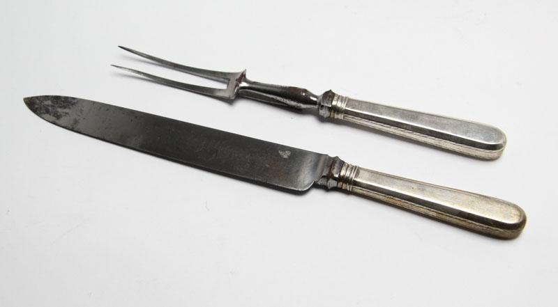 43e742ed7ed Lote 5127 - TALHERES EM PRATA LISBOA COROA - Faca e garfo de trinchar em  prata do século XIX