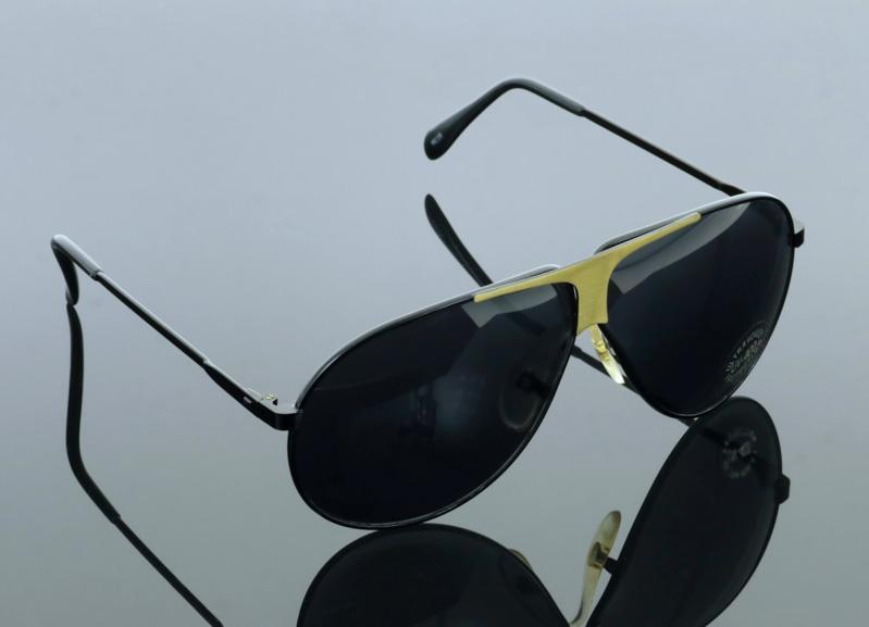 Lote 10 - PIERRE CARDIN, ÓCULOS DE SOL - Modelo vintage, estilo aviador,  Refª PC15, armações em metal preto com aplicação dourada, lentes cinzentas,  ... e61efaf41d